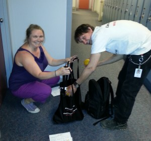 Naomi Robinson and Glen Guerin load oranges in Media Guild bags